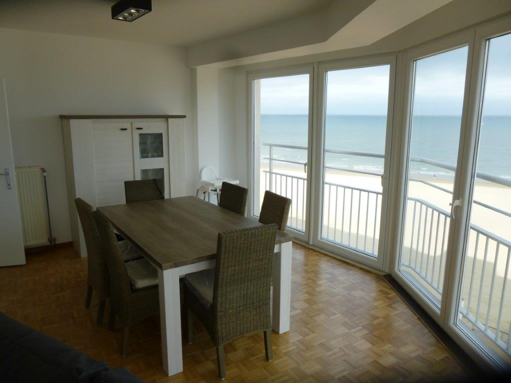 Apartment for rent with sea views located in ostend more for Canape ostende but